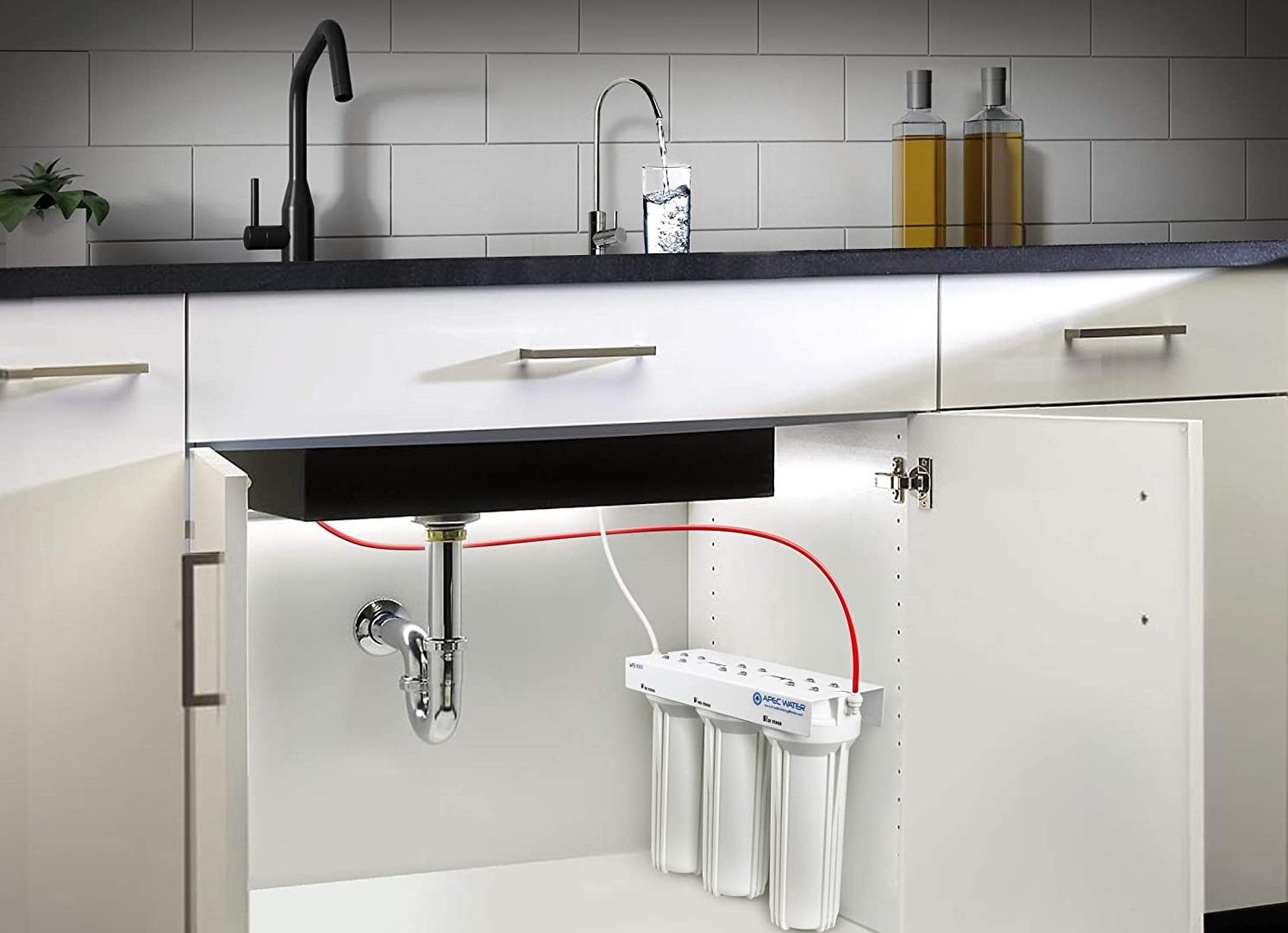 شیر خروجی بر روی دستگاه تصفیه آب اورجینال