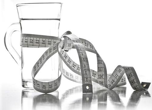 کاهش وزن و نیمع پنهان بطری های آب معدنی